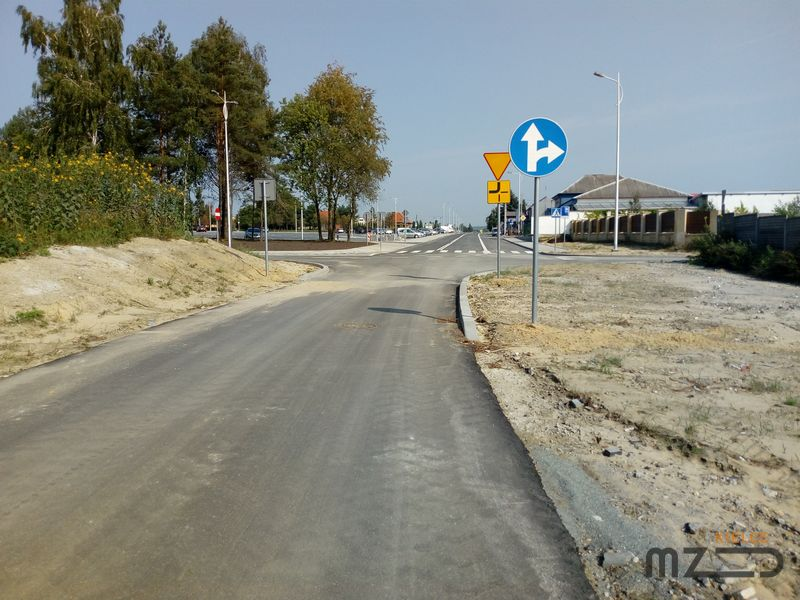 Oglądasz zdjęcia z artykułu: Rozbudowa ul. Cmentarnej na odcinku od ul. Sandomierskiej do ul. Zielnej wraz z przebudową parkingu