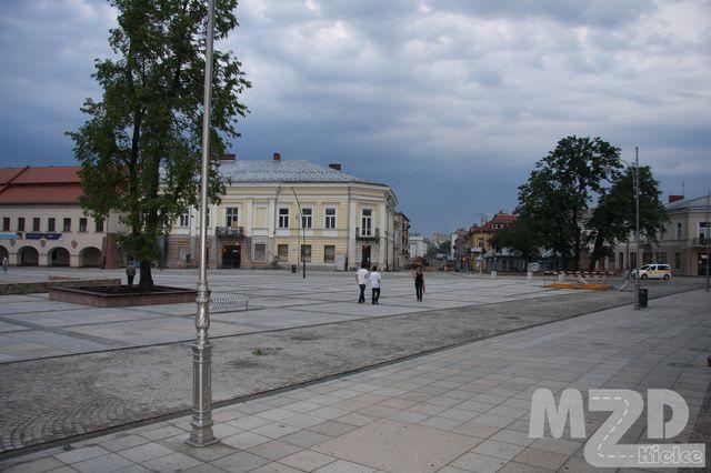 Oglądasz zdjęcia z artykułu: Rewitalizacja Śródmieścia Kielc - przebudowa i rozbudowa płyty Rynku i okolicznych ulic ...